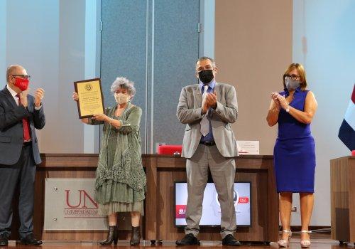 ¡Doctora Honoris Causa de la UNA!