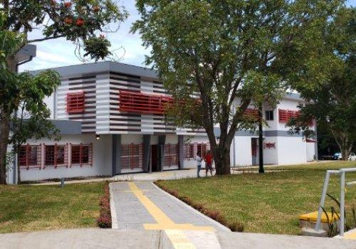 Modernas instalaciones para terapias y movimiento humano