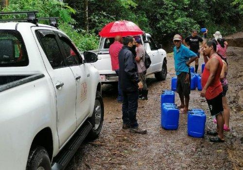 UNA colabora con damnificados por inundaciones en Nicoya