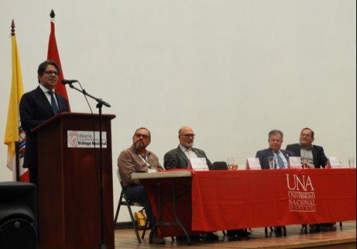 UNA abre diálogo sobre educación