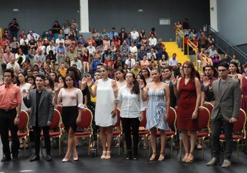 Arrancaron graduaciones en la UNA