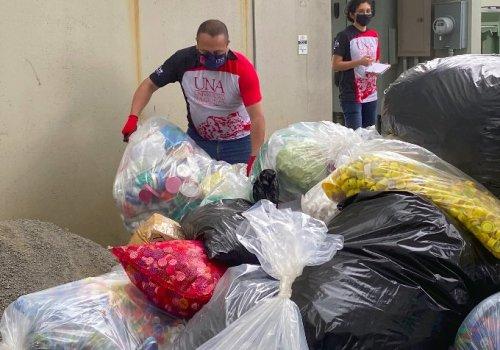 UNA exitosa entrega de tapitas plásticas