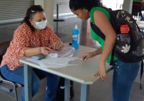 Estudiantes de Sede Chorotega reciben tarjetas SIM