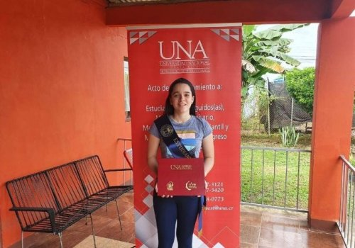 UNA rindió homenaje a sus estudiantes ejemplares