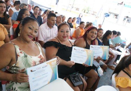 Mujeres de zonas costeras listas para emprender negocios sostenibles