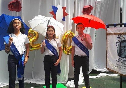 Escolares abogan por una cultura de paz en el bicentenario