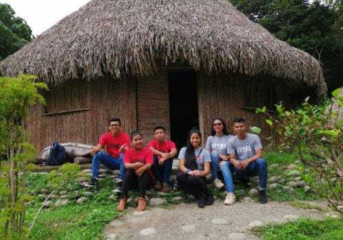 Estudiantes tejen redes en comunidades