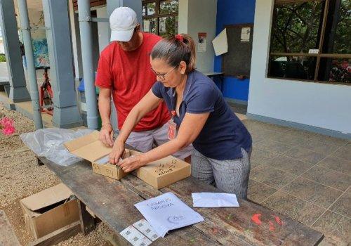 UNA entrega tarjetas SIM a 3 mil estudiantes en vulnerabilidad