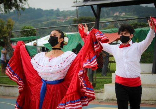 Estudiantes artistas UNA viven la escena