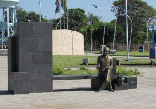 Inauguran monumento al benemérito  Dr. Francisco Vargas Vargas