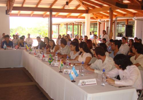 Universitarios asumen rol de diplomáticos