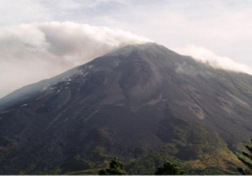 Cámara vigila el volcán Arenal